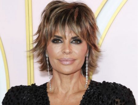 You-can-never-go-wrong-with-a-lob-and-side-swept-bangs