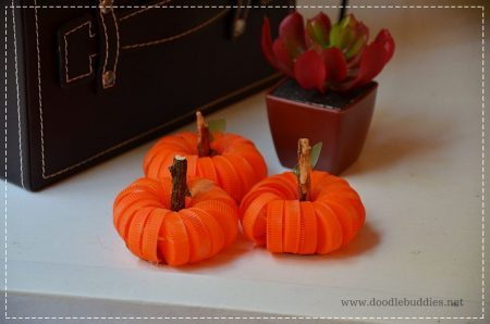 Diy-home-decor-for-fall-bottle-cap-pumpkins