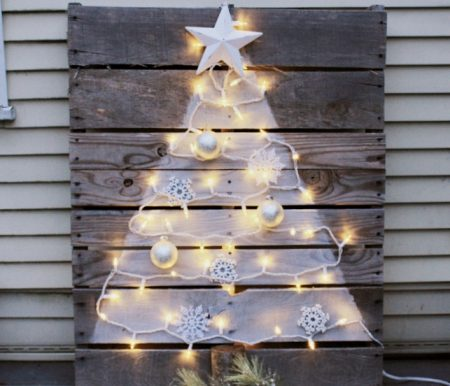 DIY-Wooden-Pallet-Christmas-Tree.