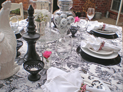 Black-and-White-Toile-Table-Setting
