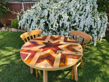 Round-barn-quilt-table.