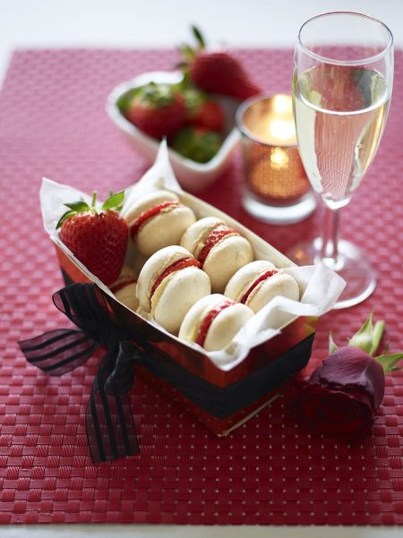 berryworld-strawberry-and-almond-macarons-valentines