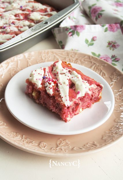 strawberries-and-cream-cake-squares