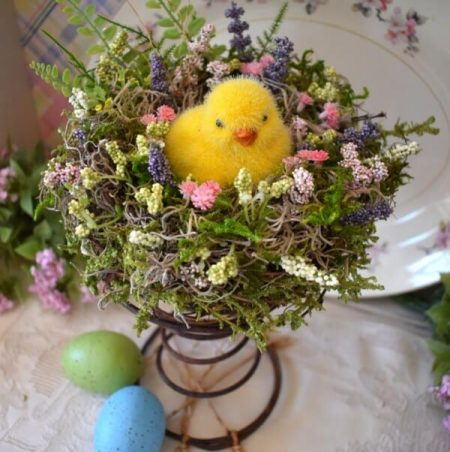 Make-a-Easter-Nest-With-a-Vintage-Bed-Spring