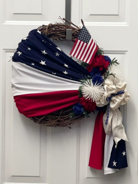 How-To-Make-a-Patriotic-Wreath-in-10-Minutes