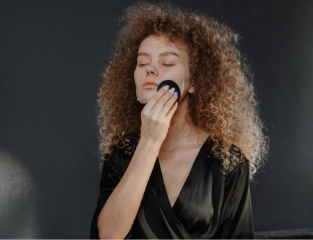 Removing-makeup-efficiently