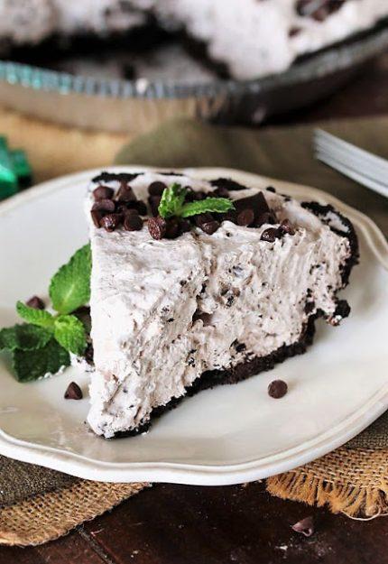 No-Bake-Mint-Chocolate-Chip-Pie-Slice.j